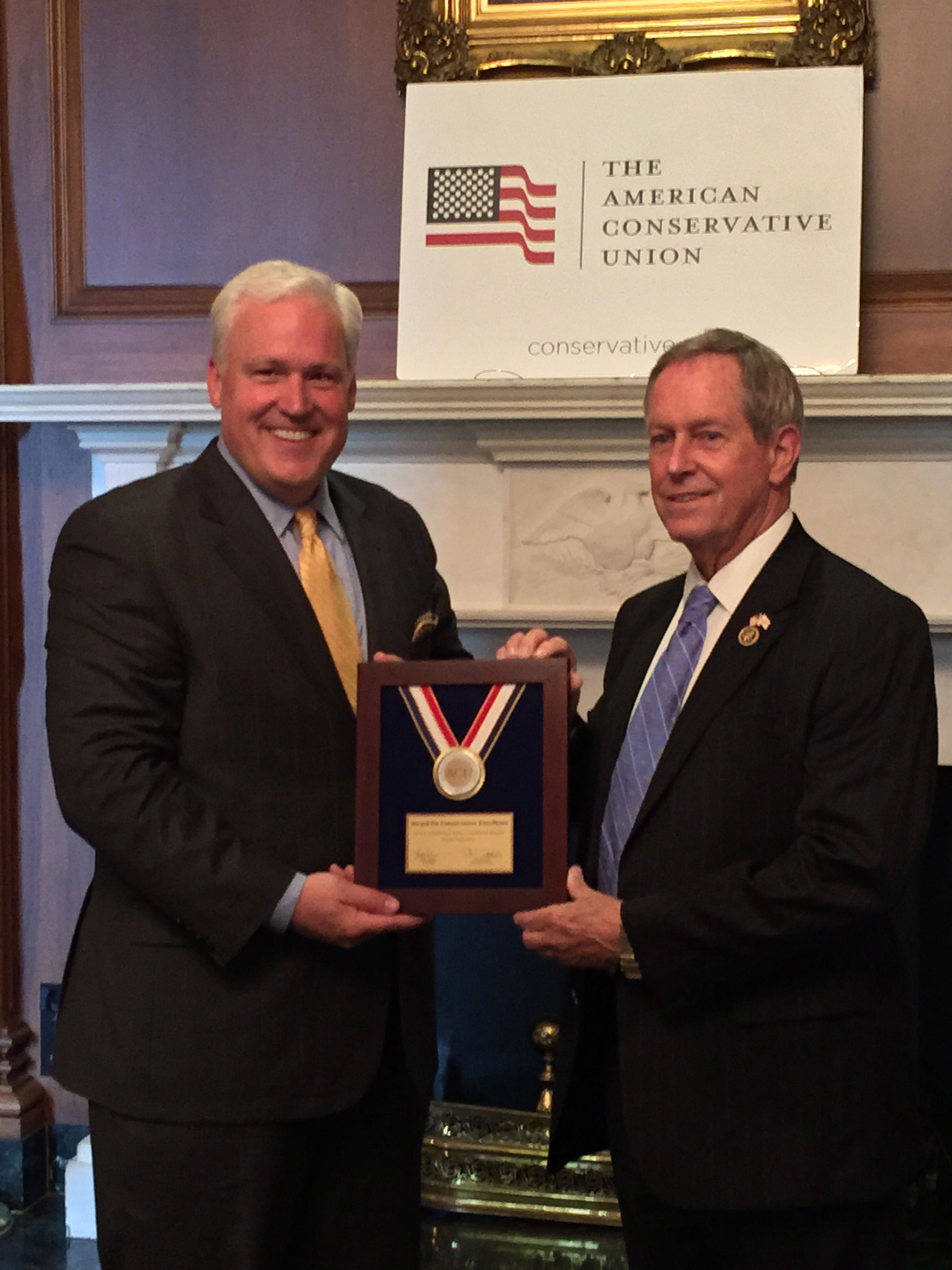 ACU Chairman Matt Schlapp presents the  2014 ACU Conservative award to Congressman Joe Wilson.